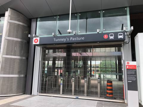 Snapshot of Tunney's Pasture Station - June 13, 2019